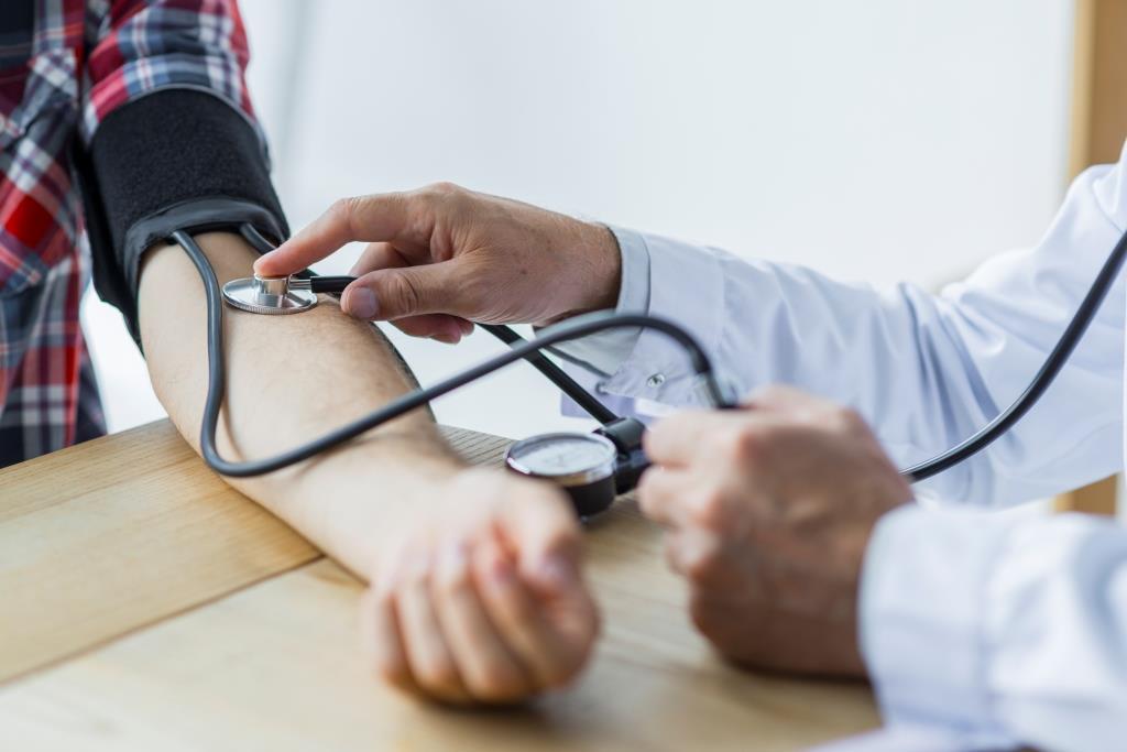 Dokter Ukur Tekanan Darah