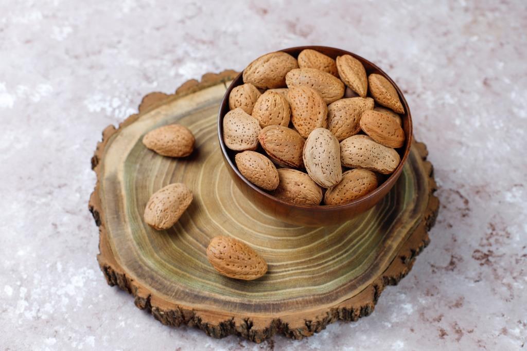 Memoles dengan Minyak Almond